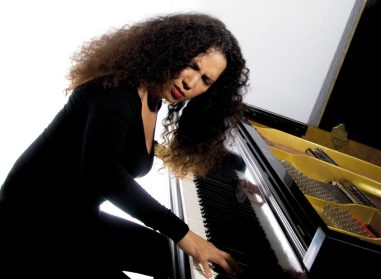 cropped-tania-page-vid-piano-e15105699047426.jpg