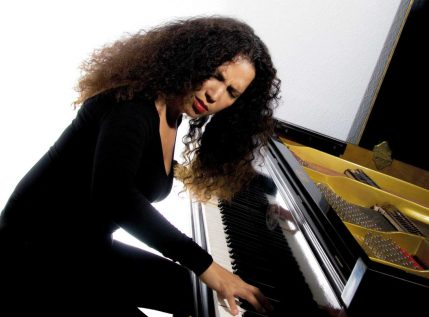 cropped-tania-page-vid-piano-e15105699047429.jpg