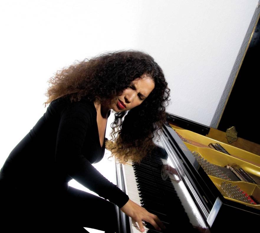 Tania-page-vid-piano
